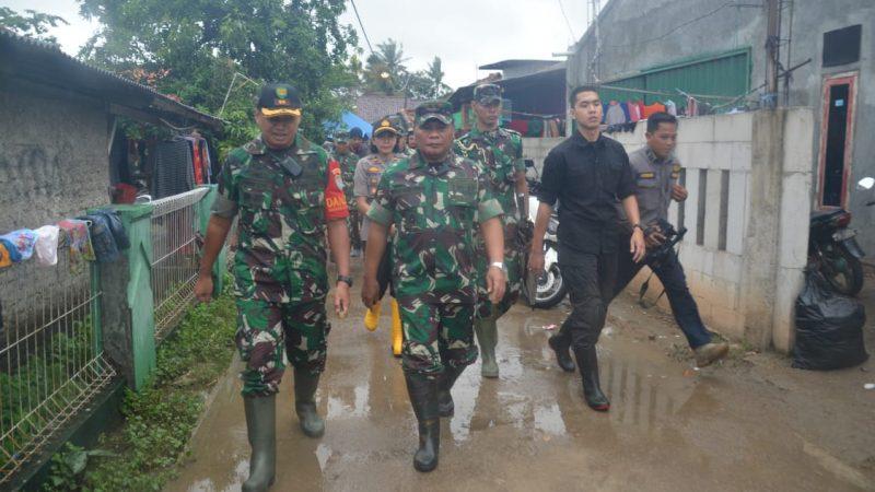 Lokasi terdampak banjir Karawang dikunjungi Pangdam III/Slw