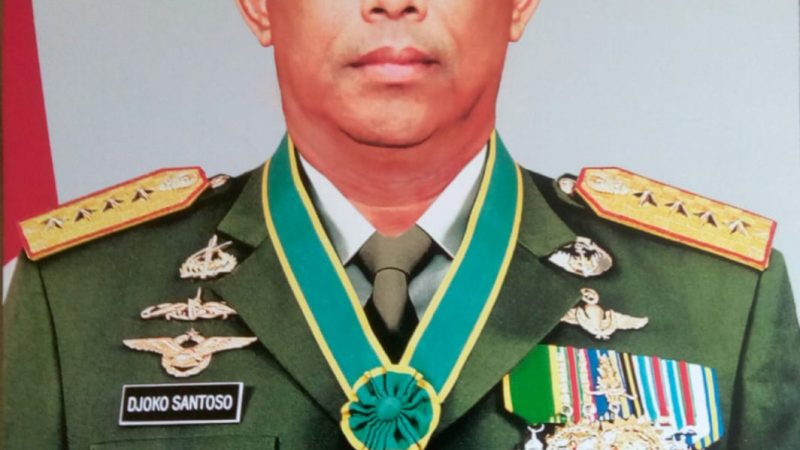 Bendera setengah tiang penghormatan atas  kepergian Almarhum Jenderal TNI (Purn) Djoko Santoso